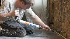 Injecting Dryzone Damp-Proofing Cream