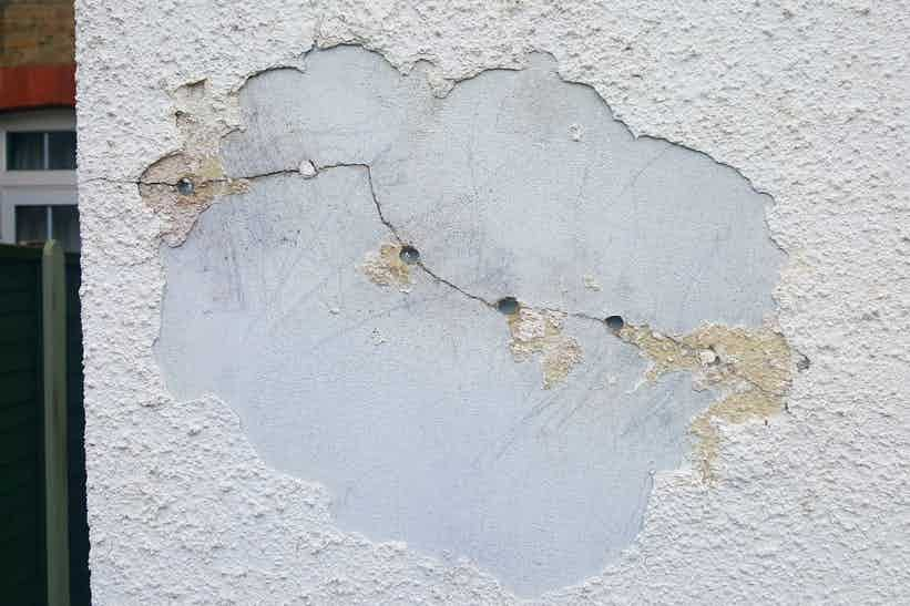 Cracked sand cement render leading to water ingress