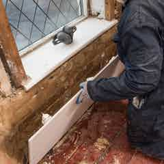 Fix the plasterboard to the wall